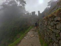 Machu Picchu bland molnen arkivbild