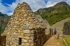 MACHU-PICCHU, CUSCO-REGION, PERU JUNI 4, 2013: Detaljer av bostadsområdet av för århundradeInca för th 15 citadellen Machu Picchu Royaltyfria Foton