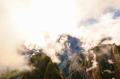 MACHU-PICCHU, CUSCO-REGION, PERU JUNI 4, 2013: Panoramautsikt av Machu Picchu berg från Huayna Picchu Arkivfoto
