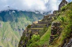 MACHU-PICCHU, CUSCO-REGION, PERU JUNI 4, 2013: Panoramautsikt av Machu Picchu berg från Huayna Picchu Arkivbild
