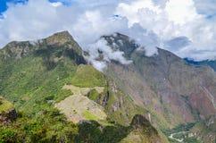 MACHU-PICCHU, CUSCO-REGION, PERU JUNI 4, 2013: Panoramautsikt av Machu Picchu berg från Huayna Picchu Arkivfoton