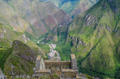 MACHU-PICCHU, CUSCO-REGION, PERU JUNI 4, 2013: Panoramautsikt av Machu Picchu berg från Huayna Picchu Royaltyfri Fotografi