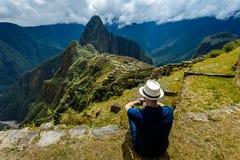 Machu Picchu, Cuzco, Perù, pensante circa fotografia stock libera da diritti