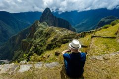 Machu Picchu, Cuzco, Perú, pensando alrededor fotografía de archivo libre de regalías