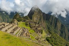 Machu Picchu dans le brouillard, P?rou photo stock