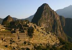 Machu Picchu en el amanecer Fotos de archivo
