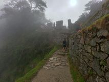 Machu Picchu entre as nuvens fotografia de stock