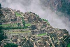 Machu Picchu ha perso il cityand che le montagne hanno coperto da foschia Fotografia Stock Libera da Diritti