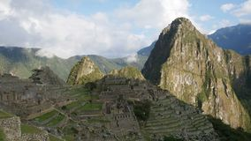 Machu Picchu, la ville antique d'Inca dans les Andes, Cusco, Pérou banque de vidéos