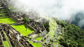 Machu Picchu, la ville antique d'Inca dans les Andes, Pérou banque de vidéos