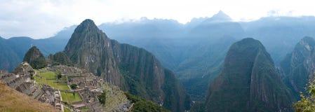 Machu Picchu mit Huayna (Wayna) Picchu hinter ihm Lizenzfreie Stockfotos