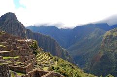 Machu Picchu par les nuages Image libre de droits