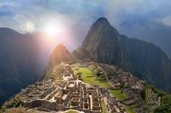 Machu Picchu unter Sun-Lichtern Lizenzfreie Stockfotografie