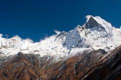 Machu Puchare según lo visto del campo bajo de Annapurna imágenes de archivo libres de regalías