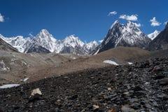 Maciço de Gasherbrum na escala de Karakoram, K2 passeio na montanha, Paquistão foto de stock