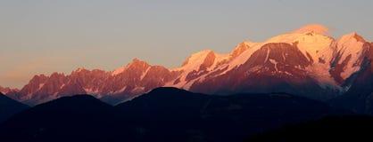 Maciço de Mont Blanc no por do sol fotografia de stock