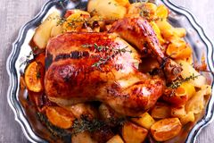Macierzanka i pomarańczowy pieczony kurczak Zdjęcie Royalty Free