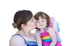 Macierzysta całowanie mała dziewczynka jest ubranym czarodziejek skrzydła Obrazy Royalty Free