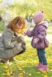 Macierzysta dziecko jesień Zdjęcie Royalty Free