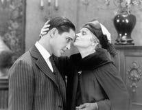 Macierzysty całowanie jej syn na jego czole (Wszystkie persons przedstawiający no są długiego utrzymania i żadny nieruchomość ist Zdjęcie Stock