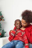 Macierzysty ściska jej dziecka Fotografia Royalty Free
