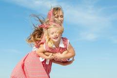 Macierzysty i jej córko ma zabawę Obraz Royalty Free