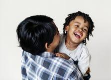 Macierzysty mienie jej syn z radością Fotografia Royalty Free