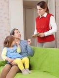 Macierzysty opuszcza dziecko z nianią Zdjęcie Stock