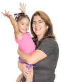 Macierzysty przytulenie jej mała śmieszna córka Zdjęcia Royalty Free