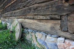Macina che riposa dal lato della cabina Fotografia Stock Libera da Diritti