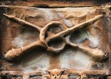 Macis attraversati - dettaglio sulla tomba Immagine Stock Libera da Diritti