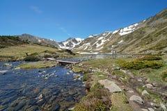 Macizo de Carlit de la corriente de la montaña de Francia los Pirineos imágenes de archivo libres de regalías