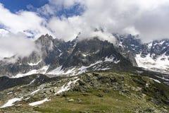 Macizo de Mont Blanc en junio montan@as imágenes de archivo libres de regalías