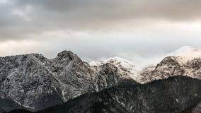 Macizo Giewont de la montaña en las montañas occidentales de Tatra imagen de archivo
