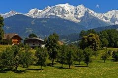 Macizo nevado de Mont Blanc fotografía de archivo