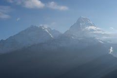 Macizo por una mañana hermosa, Poon Hill, ABC de la montaña de Annapurna Imágenes de archivo libres de regalías