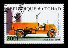 Mack Truck Corp 1915 serie för brandlastbilar, circa 1998 Royaltyfria Bilder