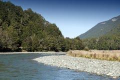 Mackay Creek, het Nationale Park die van Fiordland, noordelijke Fiordland, de Eglinton-Vallei overzien, op Milford-Road, Nieuw Z Stock Foto's