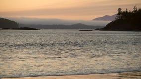 Mackenzie Beach Dusk, isola di Vancouver 4K UHD video d archivio