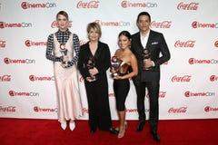 Mackenzie Davis, Linda Hamilton, Natalia Reyes, Gabriel Luna stock afbeeldingen