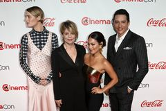 Mackenzie Davis, Linda Hamilton, Natalia Reyes, Gabriel Luna stockfoto