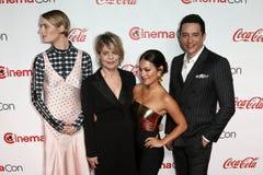 Mackenzie Davis, Linda Hamilton, Natalia Reyes, Gabriel Luna foto de stock
