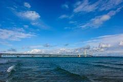 Mackinac bro i övrehalvö av Michigan arkivbilder