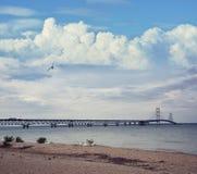 Mackinac zawieszenia most przy zmierzchem Zdjęcia Stock