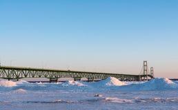 Mackinaw-Brücke genommen von Mackinaw-Stadt MI Stockfotos