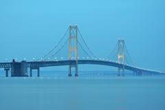 Mackinaw most przed wschodem słońca Zdjęcia Royalty Free