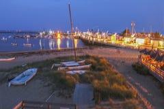 MacMillan molo przy poradą Cape Cod usa przy nocą z turystami na pokładzie restauran - ruchliwie centrum dla łowić i promów - zdjęcia royalty free
