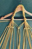 Macramé de noeuds fabriquée à la main, fond conceptuel photo libre de droits