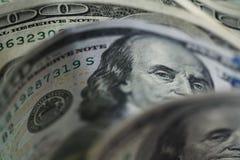 Macro étroit du visage du ` s de Ben Franklin sur les USA 100 dollars Photos stock