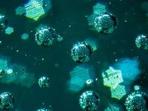 Macro abstrait des bulles d'air inclus en verre avec le bokeh en forme d'étoile photo stock